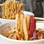 台中涼麵、涼皮推薦,夏日必吃銅板美食,彩色涼皮每日限量販售,晚來吃不到!
