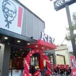 肯德基台中崇德餐廳開幕了!附得來速車道,10月底前還有桶餐優惠369元呦(6塊雞+原味蛋塔禮盒)~