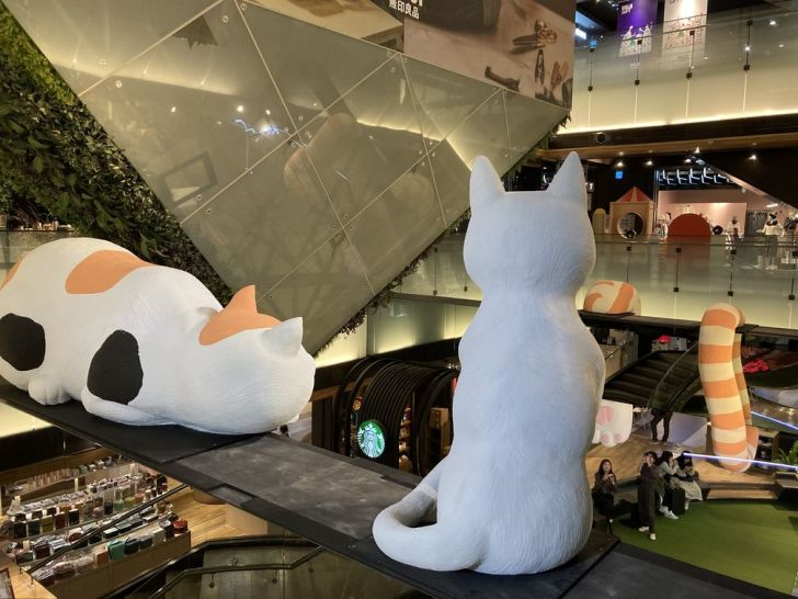 2020 12 22 224018 - 西區景點|來台中遇見貓,巨大喵星人佔領金典綠園啦!打卡免費送限量貓咪小年曆