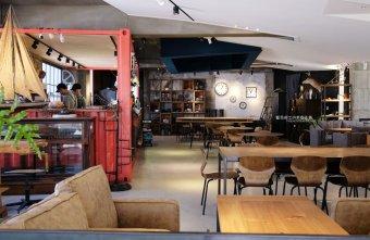 2020 12 31 223140 - 老窩咖啡館東海店|貨櫃吧台結合老物件和植栽空間,遊園南路上咖啡館