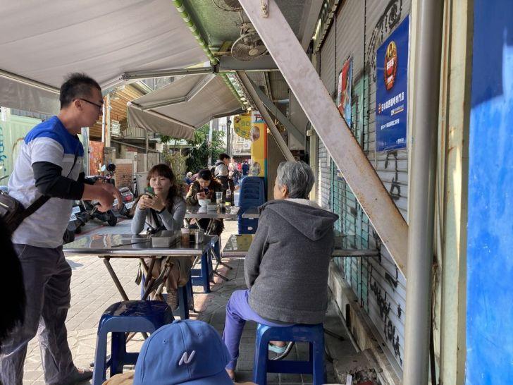 2021 01 31 145046 - 台南國華街 轉角厝間阿婆魯麵,料多大碗的在地小吃,推薦加烏醋更好吃