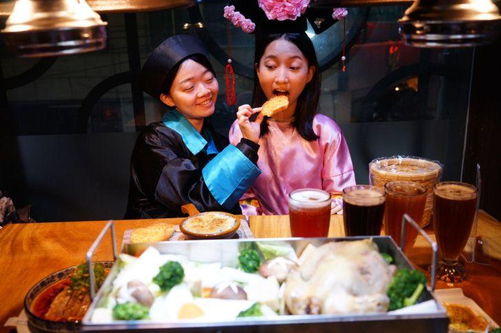 2021 02 15 225909 - 熱血採訪 台中長形金雞聚寶白鍋,滿滿蔬食海鮮配上整隻小蔘雞,雞高湯無限續加