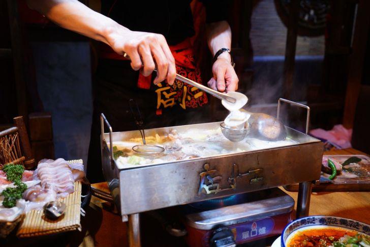 2021 02 15 230834 - 熱血採訪 台中長形金雞聚寶白鍋,滿滿蔬食海鮮配上整隻小蔘雞,雞高湯無限續加