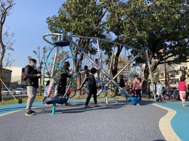 2021 02 25 213443 - 台中南區全新綠川水淨樂園,多樣新奇兒童遊樂設施,地面鋪上防護地墊更安全