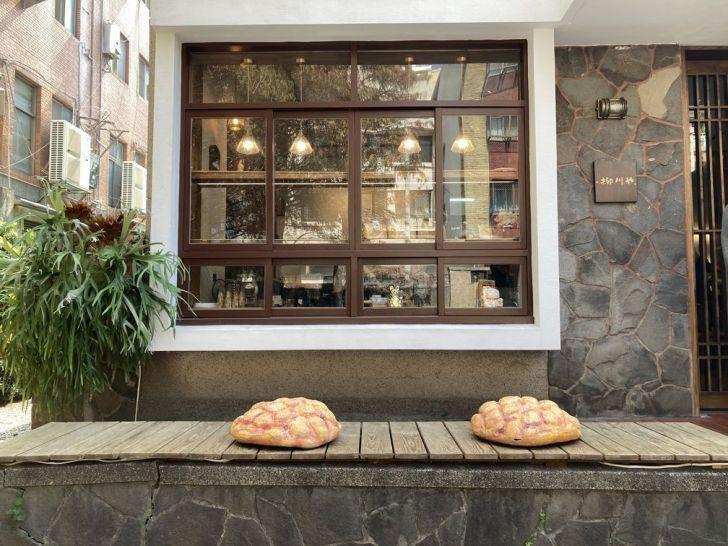 2021 02 27 165817 - 西區甜點 網封最可愛的麵包店柳川 や,巨大菠蘿麵包好吸睛,日系老宅飄出陣陣麵包香
