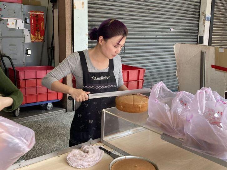 2021 02 28 224750 - 向上市場蛋糕|40年老店滋養蛋糕烘焙坊,巨型蘑菇蛋糕超蓬鬆,整顆、口味混搭都是百元有找
