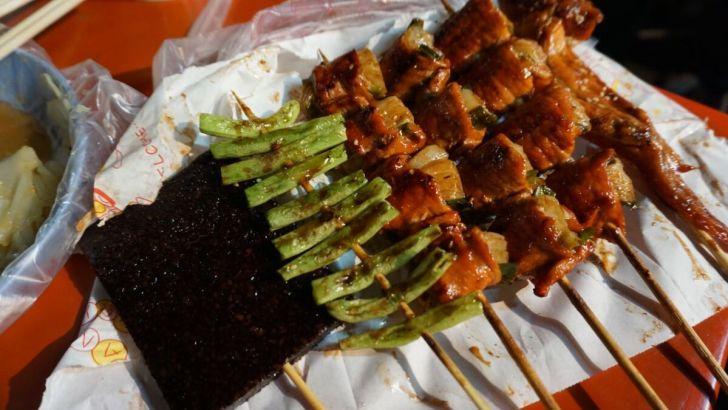 2021 03 23 192646 - 霧峰夜市簡單美味的正統烤肉,必點洋蔥豬肉串清甜好爽口,還有霸氣整隻雞腿現點現烤