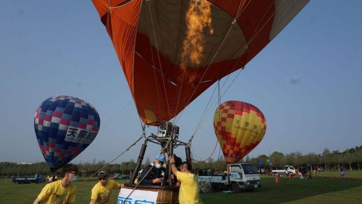 2021 04 02 232959 - 台中也有熱氣球!繽紛療癒好好拍,還可體驗熱氣球繫留,從天空俯視整座城市