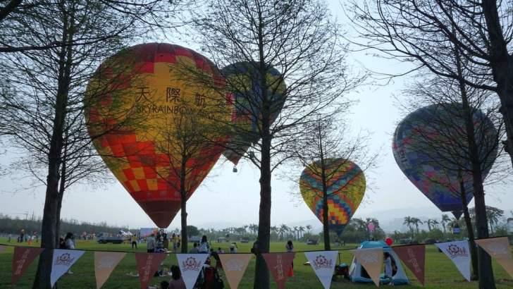 2021 04 02 233400 - 台中也有熱氣球!繽紛療癒好好拍,還可體驗熱氣球繫留,從天空俯視整座城市