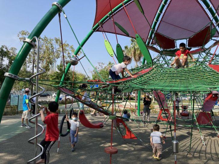 2021 04 17 155214 - 台中又有新公園啦!黎新公園超大圓形攀爬網,還有少見的無障礙盪鞦韆、戶外健身設施