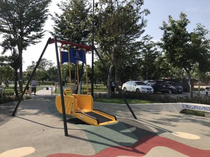 2021 04 17 155339 - 台中又有新公園啦!黎新公園超大圓形攀爬網,還有少見的無障礙盪鞦韆、戶外健身設施