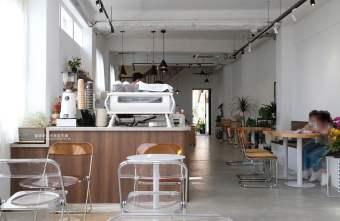 2021 04 17 163753 - 初咖啡|海線沙鹿韓系咖啡廳,自家烘焙,白色系搭配木質桌椅,明亮好拍