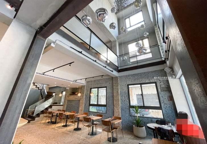 2021 09 20 004129 - 法希諾 東區推薦老屋咖啡館,挑高天井和自然採光的視覺效果,下午茶來份舒芙蕾吧