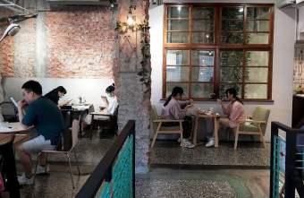2021 09 26 232312 - 巷弄內的隱密咖啡館,駿咖啡,二樓散發的老屋氛圍讓人著迷~