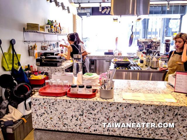 鬧咖啡 NOW coffee shop
