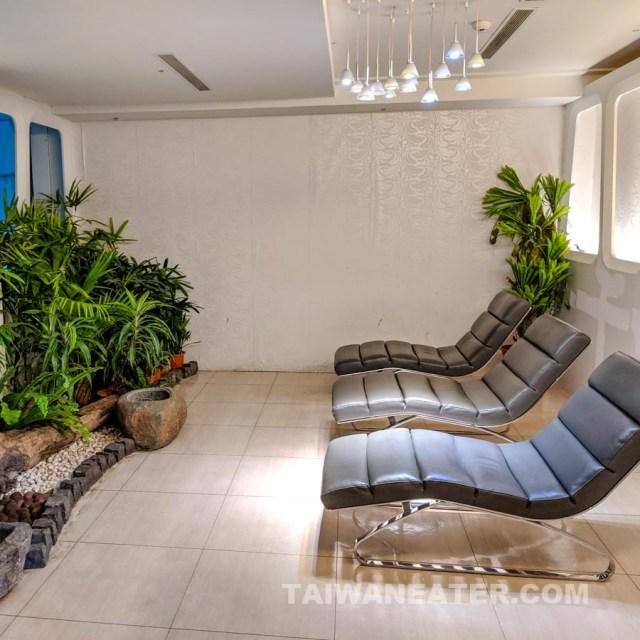 landscape lounge at tpe airport