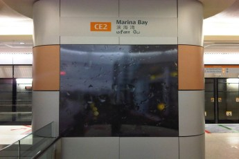 graphic-signage-marina-bay-mrt-station-06