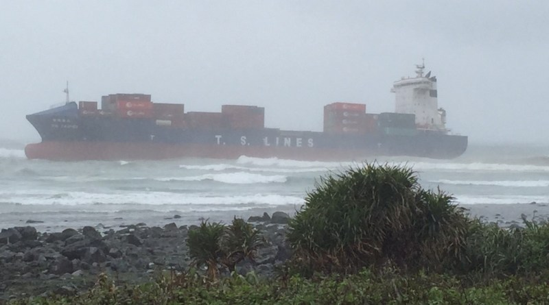 the grounded ship Te-hsiang Taipei (德翔臺北) on Taiwan's north-east coast