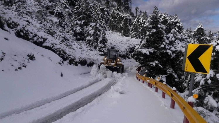 A snow plow operates on a mountain road in Taiwan