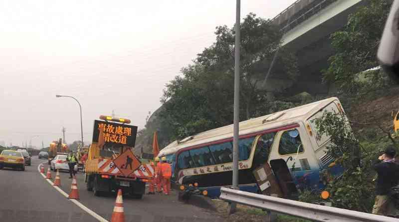 a coach crash at Badu between Taipei City and Keelung City Taiwan