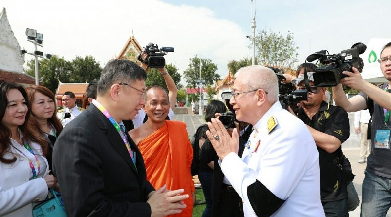 Taipei Mayor Ko Wenje visits a temple in Thailand