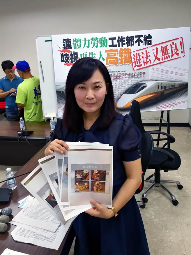 Kaohsiung City councilor Lina Chen shows contracts she has called illegal