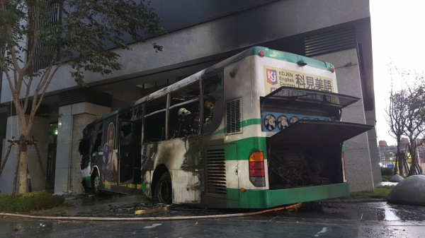 bus burned after crash