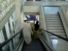 Kemudahan 'escalator' di bahagian pintu masuk 'Pintu Diraja'