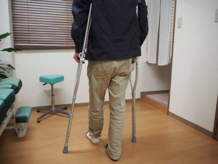 松葉杖による歩行指導②