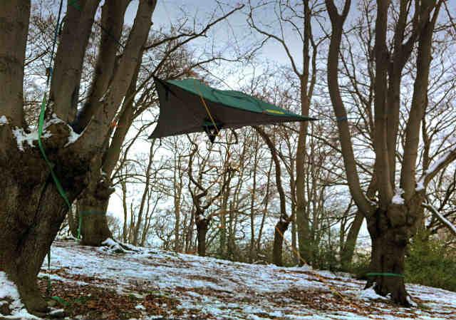 空中に張るハンモックのようなテント「Tentsile」 (1)