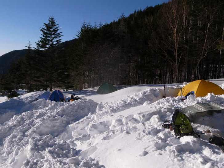 厳冬期2月の冬山に初挑戦!八ヶ岳の頂点、赤岳を雪山登山(赤岳鉱泉テント泊ルート、コースタイム有) (17)