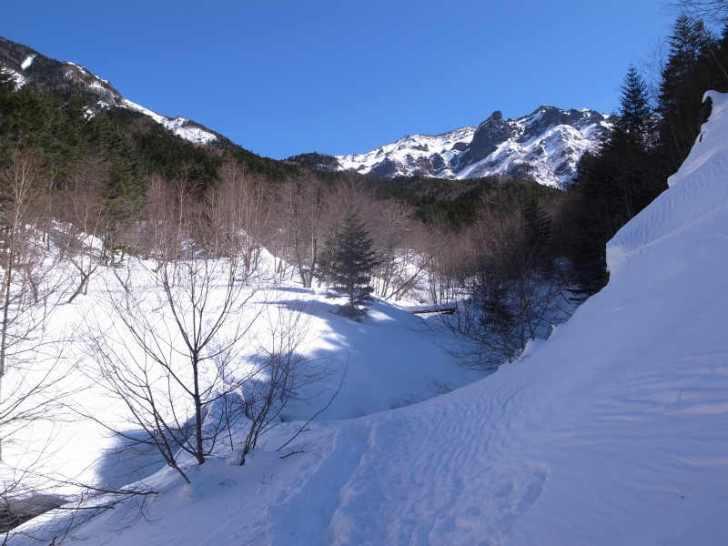 厳冬期2月の冬山に初挑戦!八ヶ岳の頂点、赤岳を雪山登山(赤岳鉱泉テント泊ルート、コースタイム有) (11)