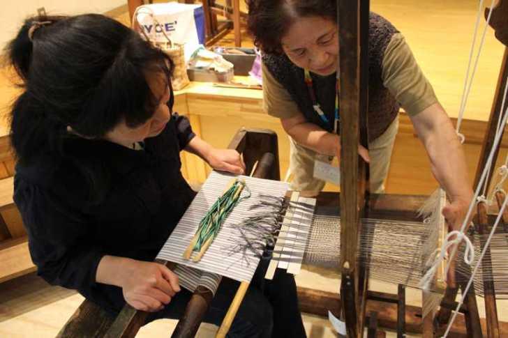 裂き織り体験教室で学ぶ「機織り機の仕組み」 (6)