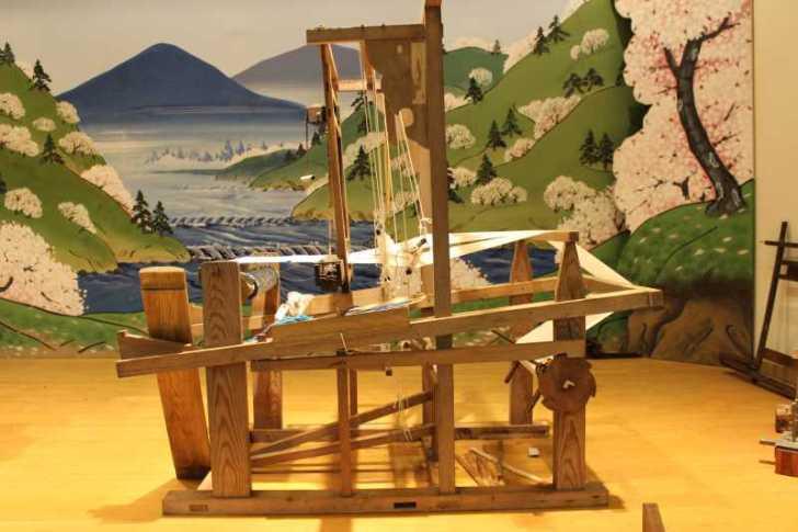裂き織り体験教室で学ぶ「機織り機の仕組み」 (1)