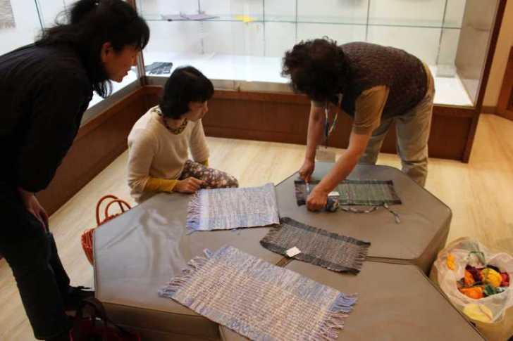 裂き織り体験教室で学ぶ「機織り機の仕組み」 (3)