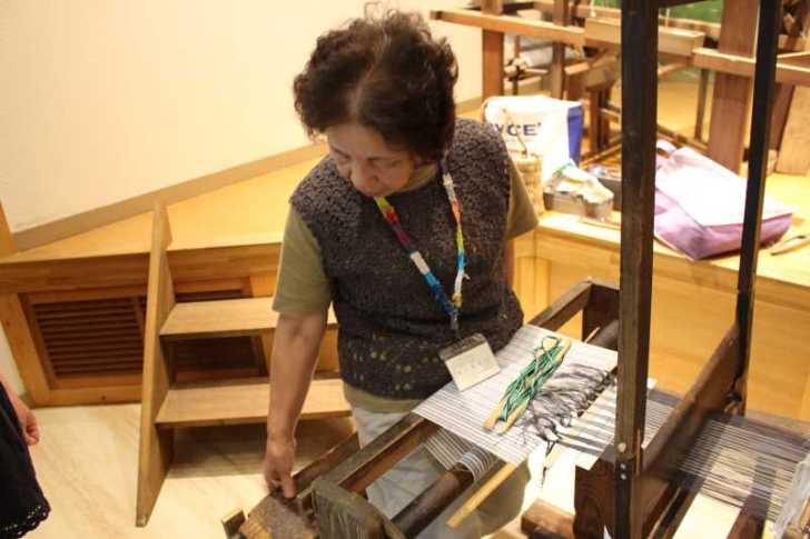 裂き織り体験教室で学ぶ「機織り機の仕組み」 (4)