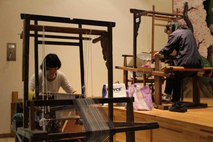 裂き織り体験教室で学ぶ「機織り機の仕組み」 (11)