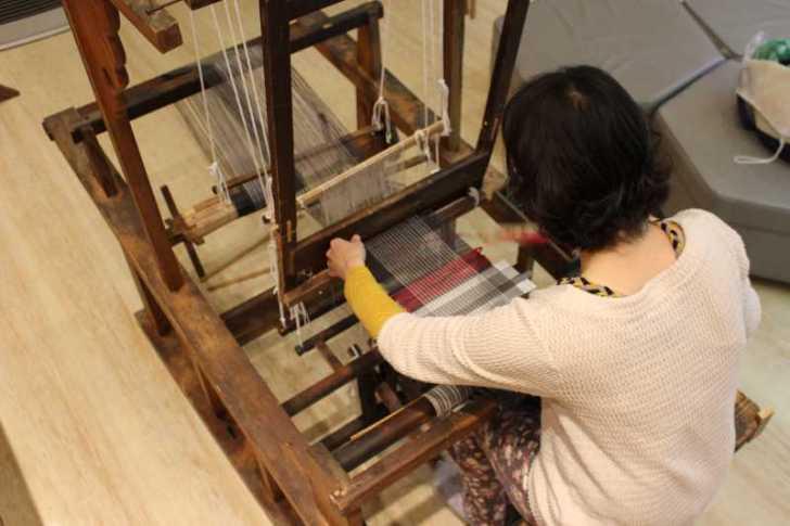 裂き織り体験教室で学ぶ「機織り機の仕組み」 (13)