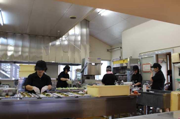 廃校である旧菅守小にオープンした「つくで田舎レストランすがもり」で四季御膳を食べてきました! (6)