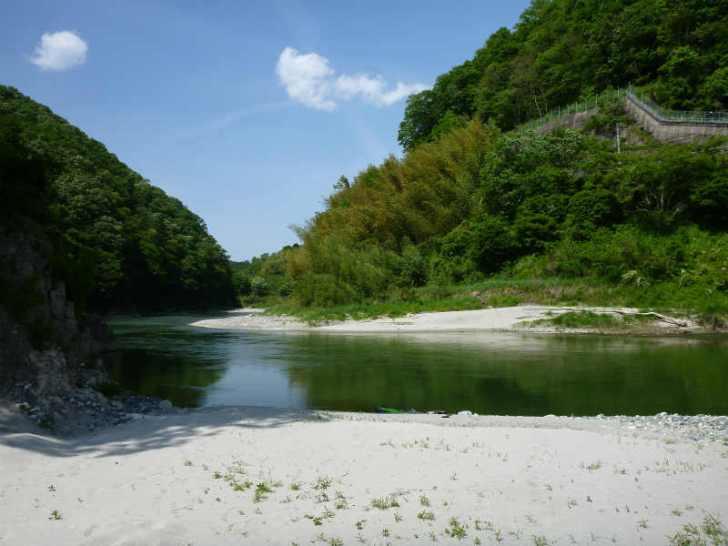 天竜川カヌーツーリングと急流の瀬にもまれる中でカヌーを漕ぐ動画 (7)