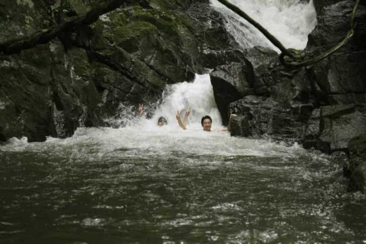 愛知県新城市作手の「保永の三滝」の滝つぼで泳いでみた![動画あり] (7)