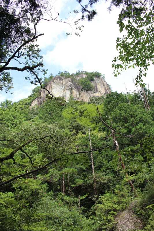 乳岩峡の川の水がきれい過ぎるので川遊び!さらにプチクライミングをしてハイキング (2)