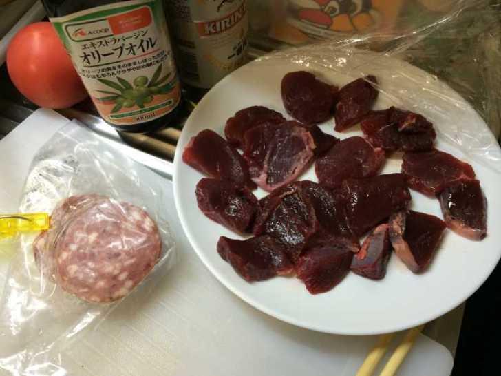 野生の鹿肉と猪肉のボロニアソーセージを食べてみた[ジビエ肉] (3)