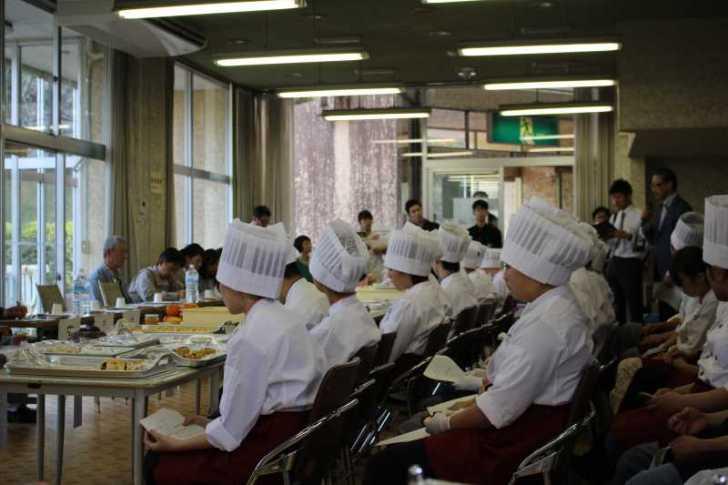 地方で特産品を開発する方法(豊橋調理製菓専門学校が新城スイーツを考案)