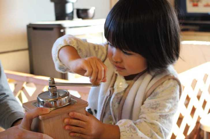正月飾りのしめ縄を手作りしたら、かわいい女の子がコーヒーを淹れてくれたよ! (5)