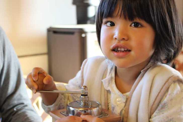 正月飾りのしめ縄を手作りしたら、かわいい女の子がコーヒーを淹れてくれたよ! (6)