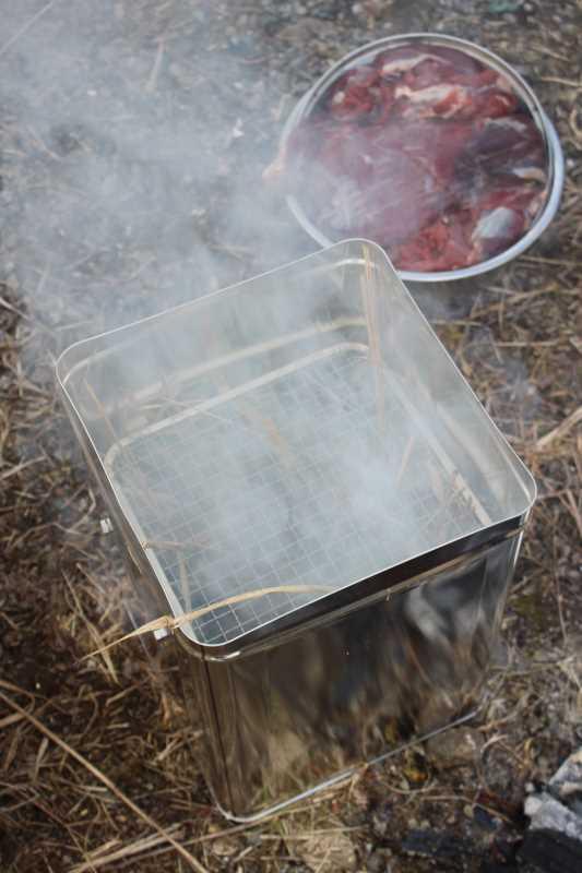 女猟師と燻製器を一斗缶で自作し、鹿肉の燻製をやってみた! (7)