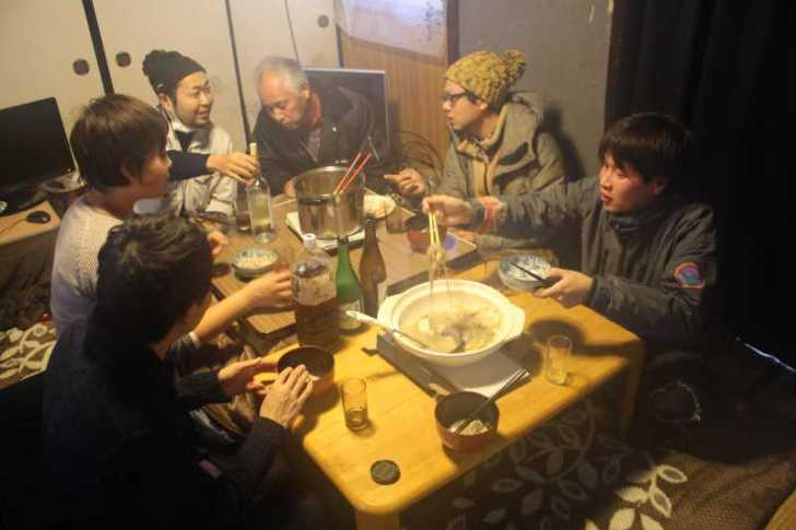 都市農村交流を空き家でやってみた!こたつで鍋を囲んで酒を飲む