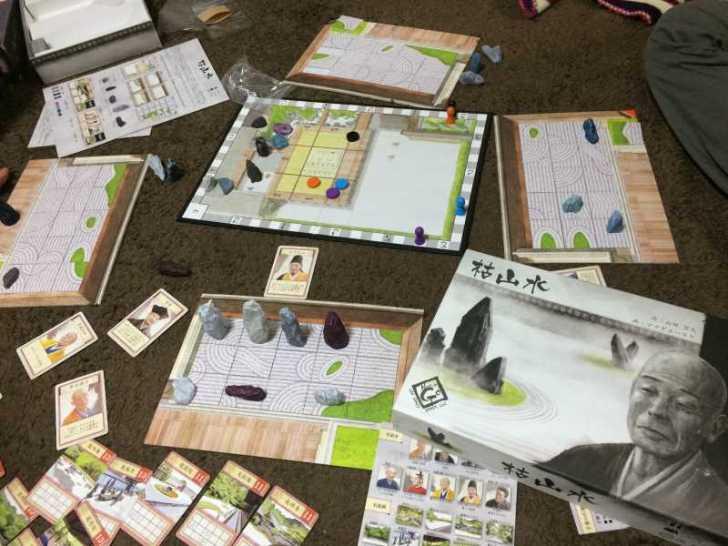 趣のある庭園をつくるボードゲーム「枯山水」で徳を積む【レビュー】 (1)