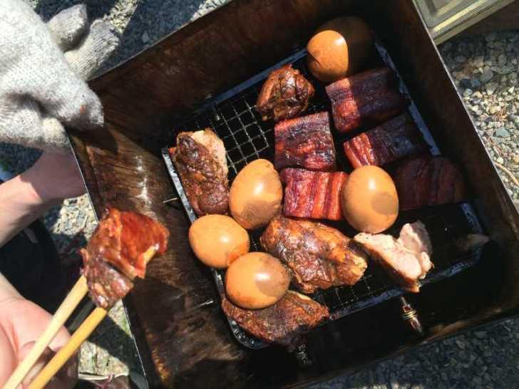 一斗缶での燻製にリベンジ!食材はベーコン、卵、鶏肉!! (4)